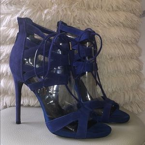 Corset-like Laced Suede Sandal 💙